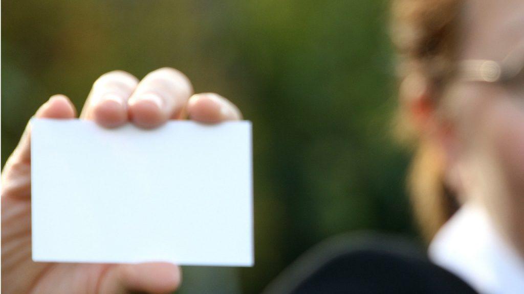 Kilka informacji o wizytówkach na podłożu plastikowym