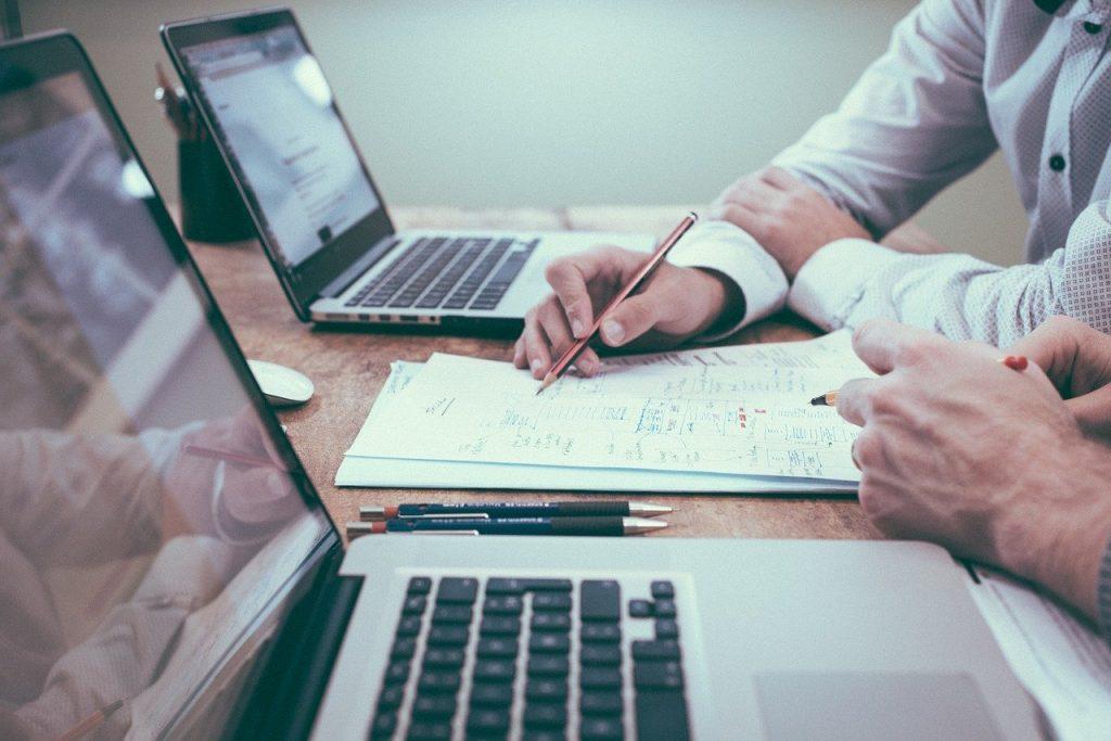 Jak usprawnić księgowość w biurze?